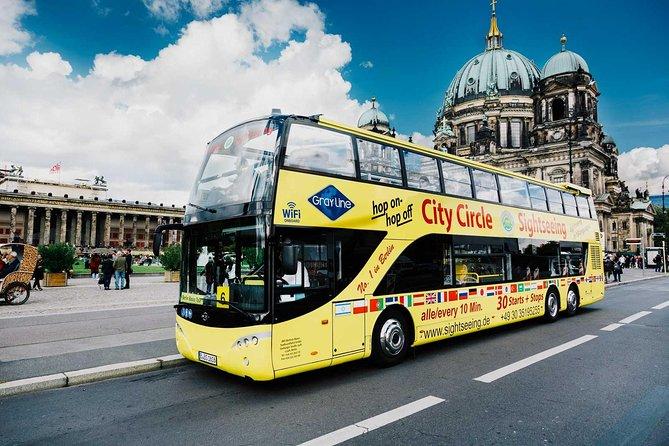 Evite las colas: Desayuno con champán en la torre de TV de Berlín y excursión en autobús con paradas libres por Berlín
