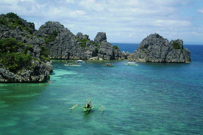 Enjoy A day at the Islands and Beaches of Caramoan Camarines Sur