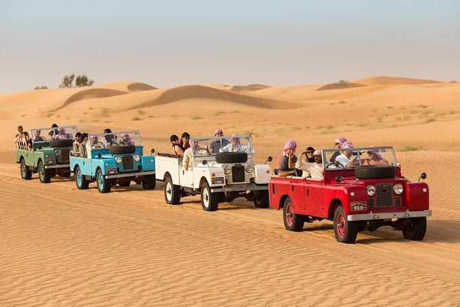 Experiência no Deserto: Jantar e Atividades dos Emirados com transporte em uma Land Rover vintage partindo de Dubai