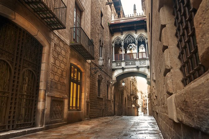 Welcome to Barcelona City Stroll, Historic Port and Cathedral Rooftop