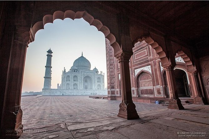 Taj Mahal at Sunrise and Agra Day-Tour from New Delhi with Breakfast