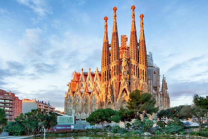 Sagrada Familia Guided Tour with Skip the Line Tickets