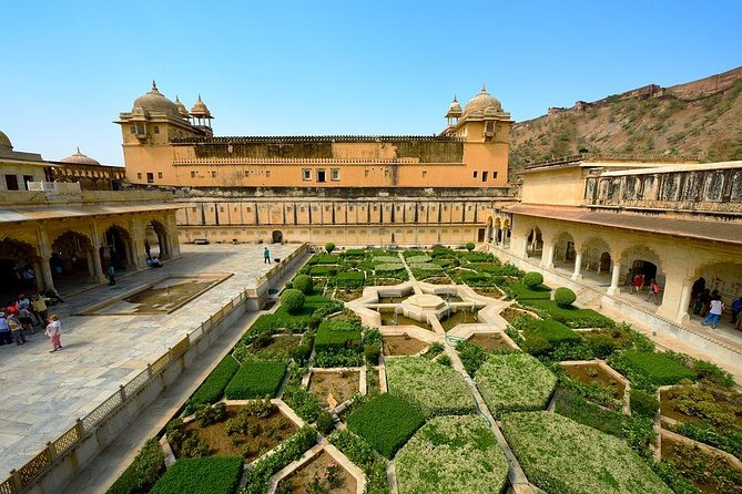 5-Star Hotel Package: 2-Days Jaipur Private Tour from Delhi by Train