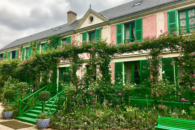 Monet's Gardens & House with Art Historian: Private Giverny Tour from Paris