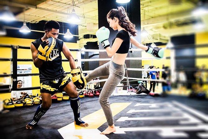 Private 1-1 Thai Boxing lesson near Bangkok's Ekkamai BTS Skytrain