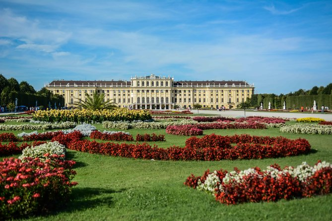 Skip the Line: Schonbrunn Palace Guided Tour in Vienna