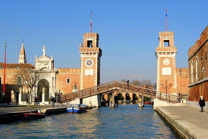 Kleine groep geheime wandelaars en motorboottochten in Venetië