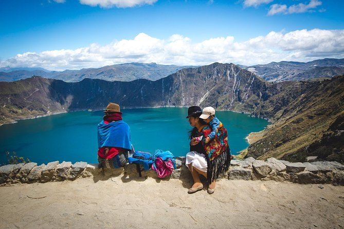 Quilotoa Lagoon and Indian Markets in One Day from Quito