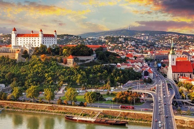 Private transfer from Prague to Budapest with Stopover in Bratislava incl a tour