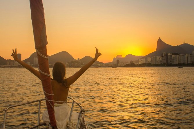 Tour de vela ao pôr do sol