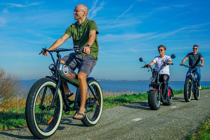 E-fatbike tour 4,5 hours Marken, Volendam: cheese tasting, lunch and boat icket