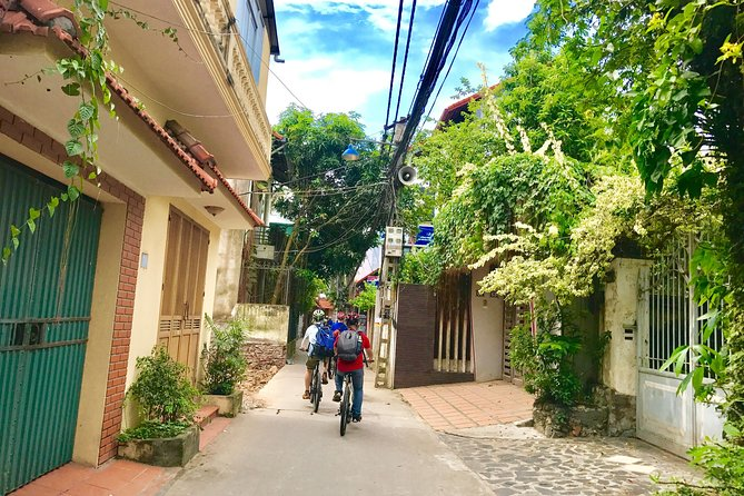 Hanoi city cycling tour , The Awesome way for biker to explore the Real Hanoi