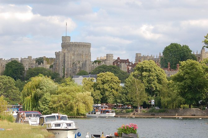 Windsor, Stonehenge & Oxford Private Car Tour photo 3