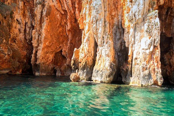 Red rocks & Hells' islands private getaway tour