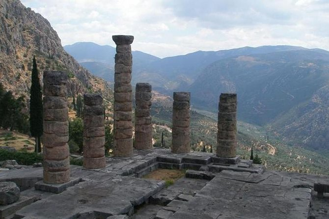 Delphi guided tour with transportation