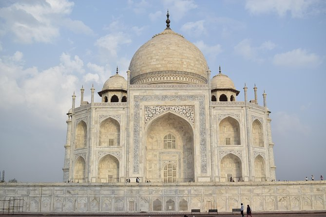 Private Luxury Taj Mahal Day Tour By Car From Delhi
