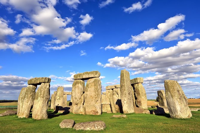 Stonehenge and Bath Private Car Tour from London