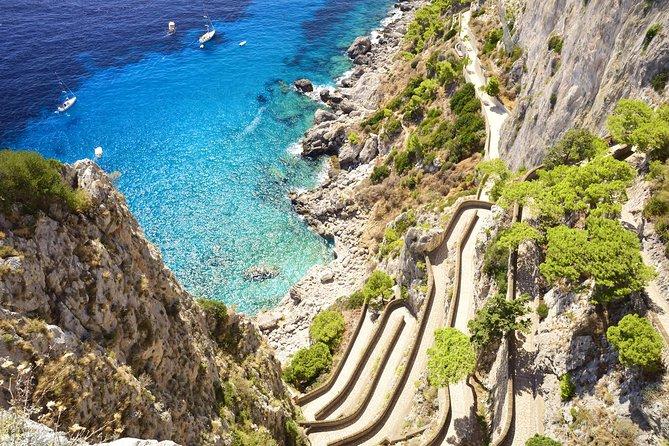 Sorrento supereconômica: viagem de um dia à Costa de Amalfi mais excursão ao Monte Vesúvio