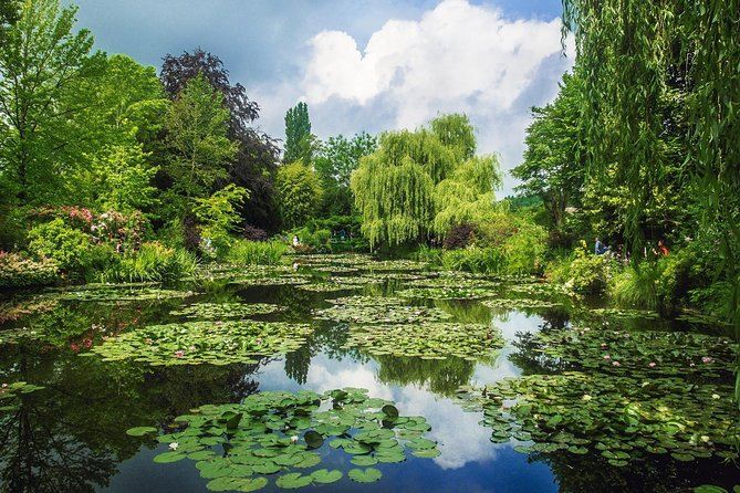 Versailles & Giverny Private Guided Tour with Lunch From Paris Priority Access