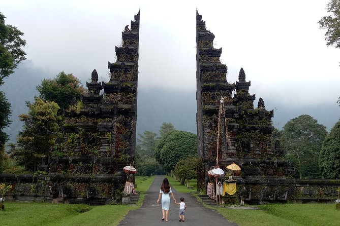 Bali best spots: Handara Iconic Gate, rice terrace and Ulundanu Temple