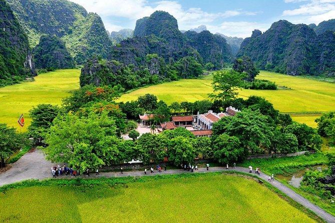 Hoa Lu – Mua Cave – Tam Coc Boating – Cycling