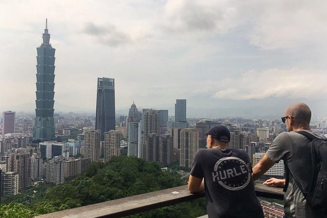 Taipei in Motion: City Day Tour by Bike, Metro and Walking