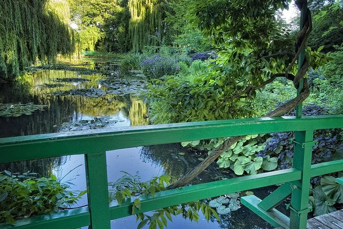 Giverny Half Day Guided Trip with Monet's House & Gardens Tour from Paris