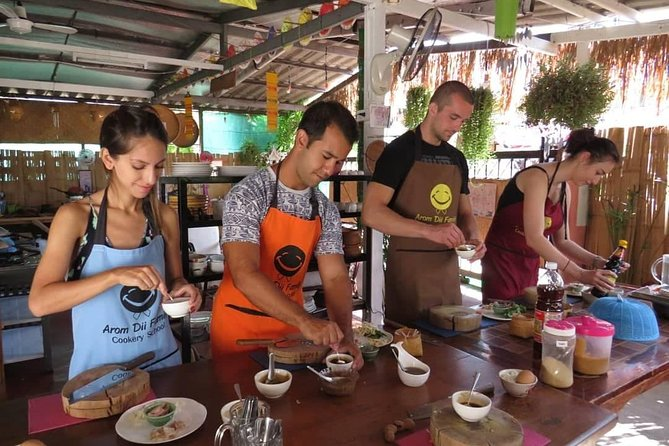 Morning Thai cooking class by Aromdii Cooking School