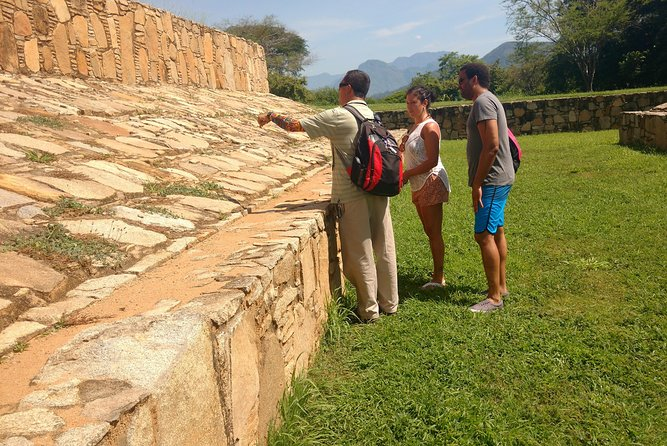 Tehuacalco Ruins Archaeological Site Tour from Acapulco with LUNCH