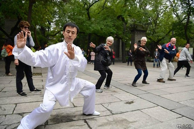 Beijing Private Tai Chi Class and Bike Tour at Houhai Lake