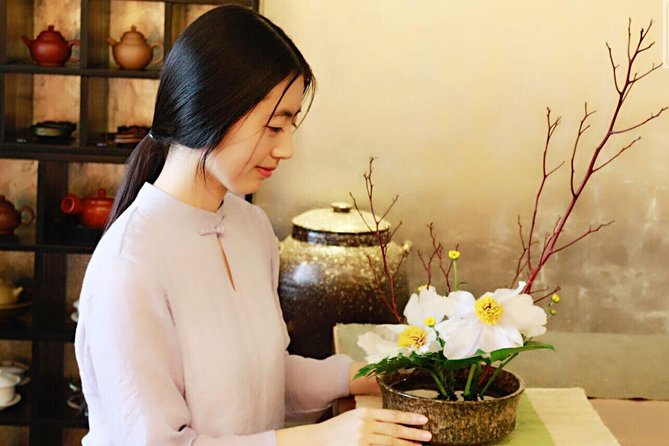 2-Hour Traditional Chinese Flower Arranging Class in Beijing