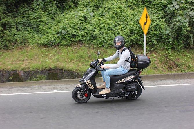 viaja en moto y vuela en parapente en medellin