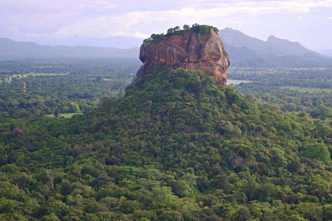 SLDT01-8 - Sri Lanka Day Tour - Dambulla Cave Temple & Sigiriya from Colombo