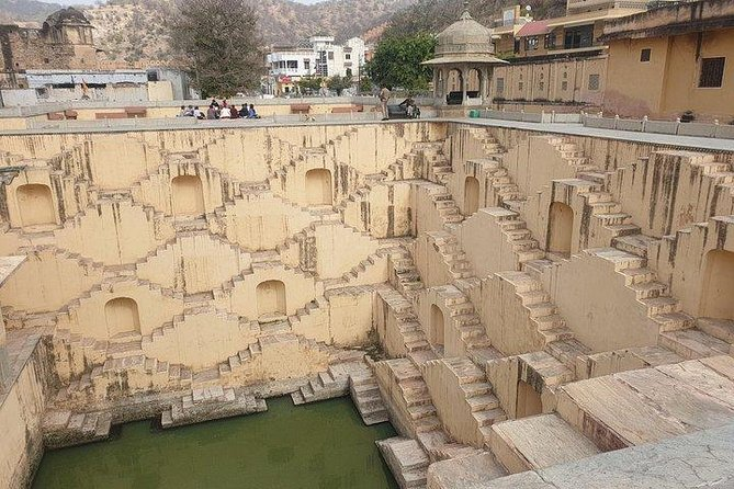 Jaipur: Exploring Amer Fort & Nahargarh Fort with transfers Included