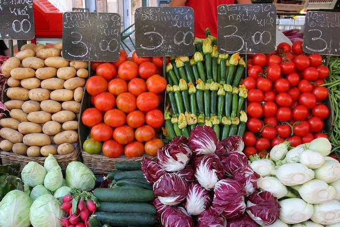 Private market tour, lunch or dinner and cooking demo in Assisi