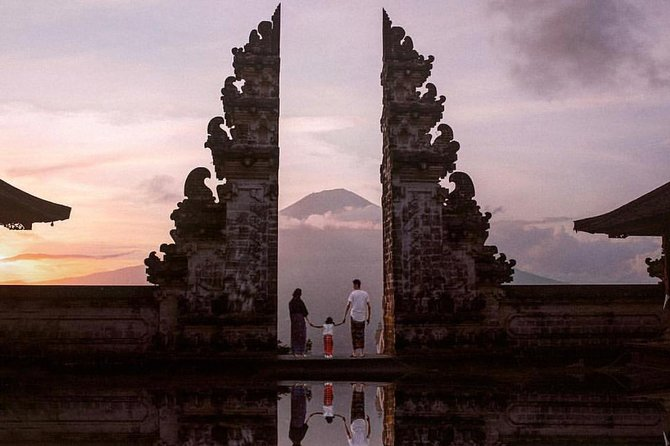 Bali Instagram Tour-Gate of Heaven, Swing & Waterfall