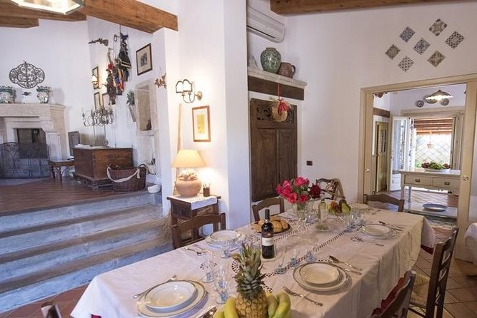 Lunch or dinner and cooking demo at a local home in Acitrezza