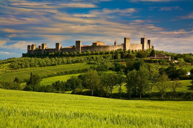 Discover Tuscany from Rome: private 12 Hours tour