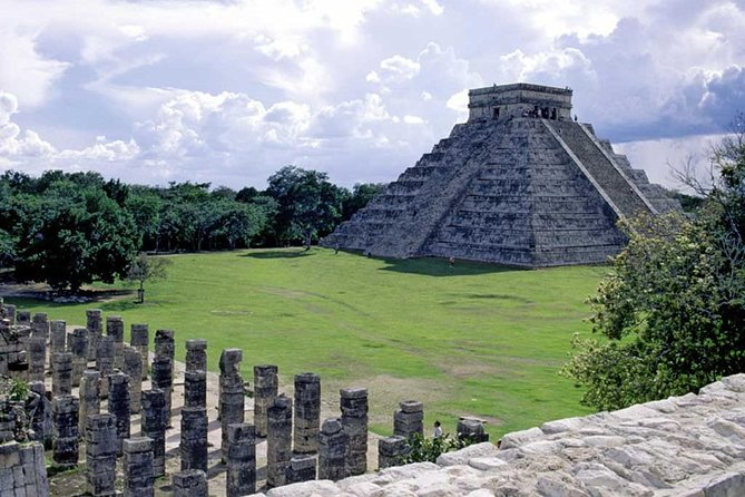 Discover the Mayan city of Chichen Itza leaving from Cancun