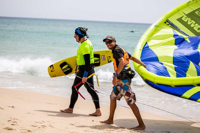 Individual, semiprivate and group kitesurf lesson photo 1