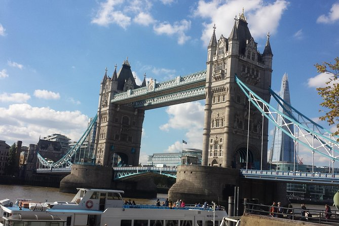 Private Transfer: Heathrow to Gatwick Airport Via London Attractions