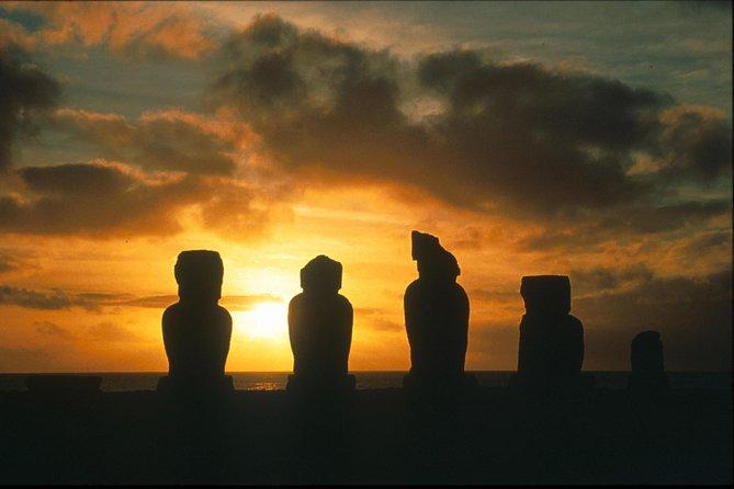 Easter Island Super Saver: Ahu Akivi and Orongo plus Anakena Beach Day Trip
