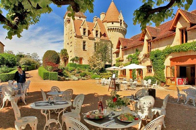 Paris Private Round-trip Transfer: Paris City to Castle Castelnaud-la-Chapelle