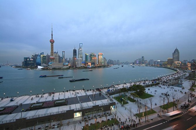 Shanghai Private Tour to the Bund, Nanjing Road, Xintiandi and Qibao Old Town
