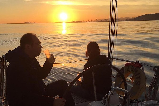 2.5-hour Small-Group Sunset Cruise from Barcelona