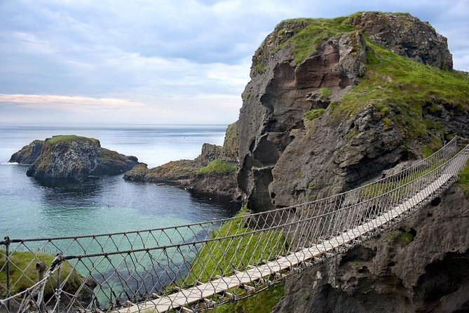 2-Day Northern Ireland Rail Tour: Belfast, Antrim Coast, and Giant's Causeway