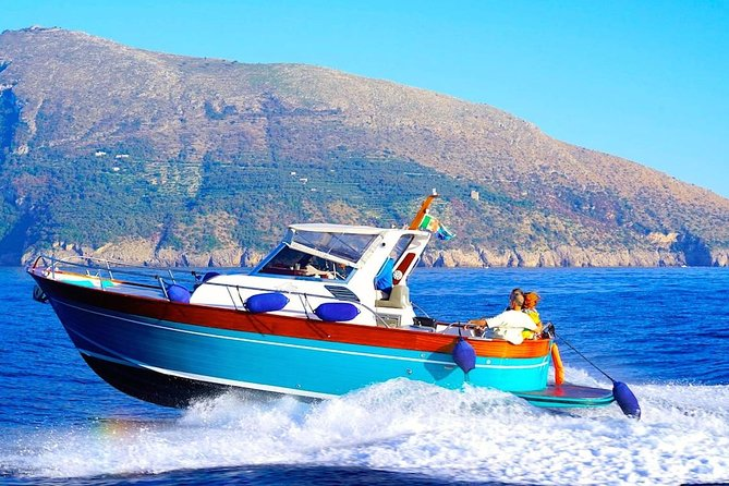 SEMI - PRIVATE TOUR: Discover Positano and Amalfi by boat from Rome