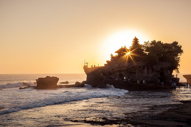 Famous Temples Tour with Tanah Lot Sunset