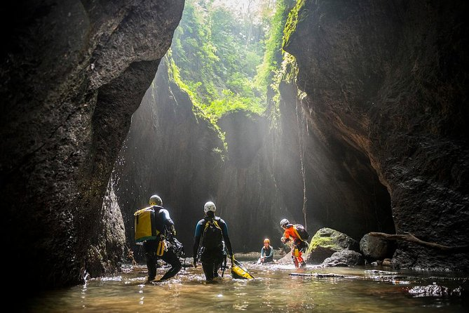 Adventure Canyoning: Aling Gorges