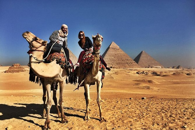 Sightseeing Day Tour to Pyramids, Egyptian Museum and Bazaar from Giza or Cairo